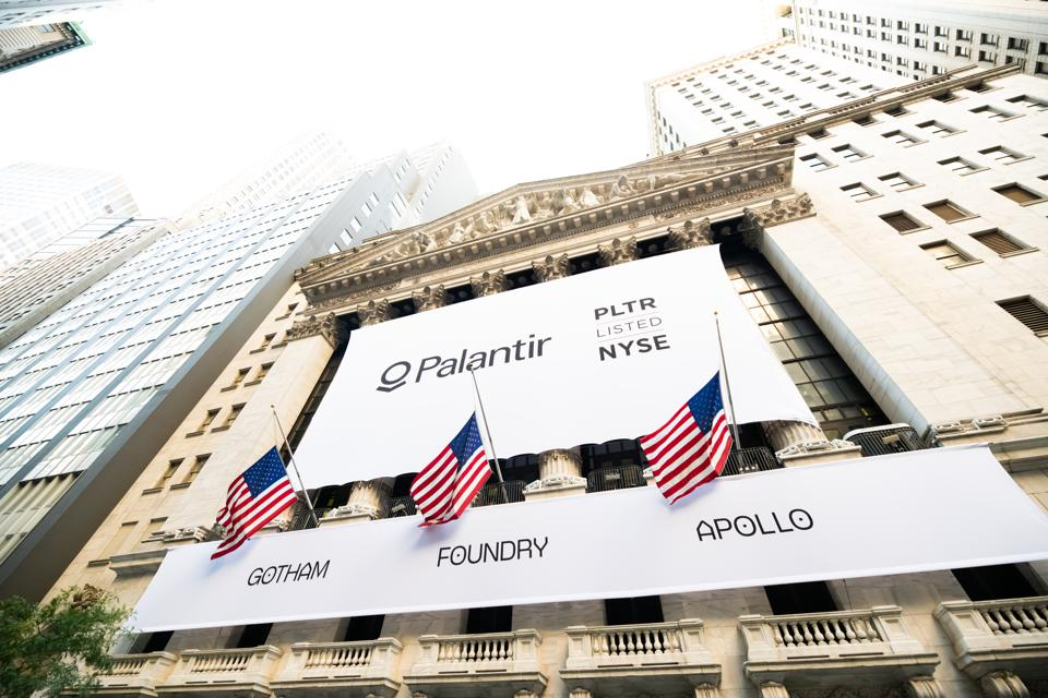 Describe the reasons of trading short put stock options of Palantir, and share the advantages and disadvantages of this strategy.